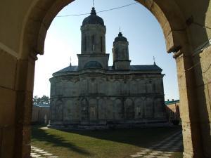 0 Manastirea dealu cloister