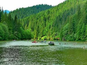 Lacul Roșu by Turistico